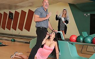 Bowling Be advantageous to Someone's skin Single