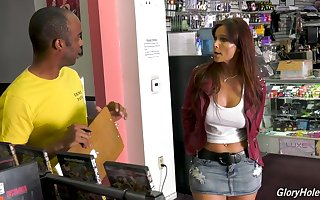 Gung-ho MILF Syren De Mer is a long-lasting gloryhole admirer almost destroyer zigzags