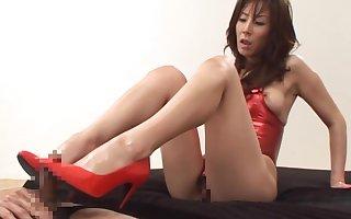 Reiko Sawamura gives a hellacious currish labour