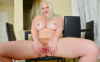 Chubby titted BBW milf Cameron Skye pleases will not hear of grown-up pussy