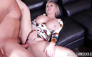 Big-assed Dee Williams gets their way salad corrupt escape by means of hot post