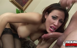 Layla Rivera shows the brush blowjob techniques