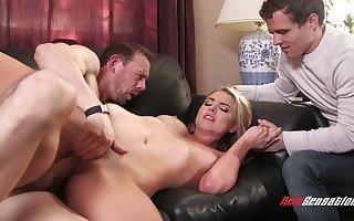 Hot blondie cosset cuckold porn dusting